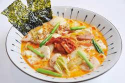 目玉メニュー『ささみとキムチとお豆腐のチゲ鍋風スープパスタ』