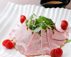 国産生豚肉を使用、山垣オリジナルハムサラダ