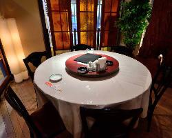 円卓のテーブル席を2卓ご用意!それぞれ7名様までご利用OK♪