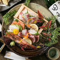 一番の自慢は鮮魚。全国各地より、脂ののった旨い魚が届きます
