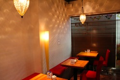 「神戸牛食堂」店内は落ち着いた雰囲気 総席数16席