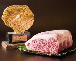 A4・A5等級の上質な和牛「神戸ビーフ」を厳選しております。