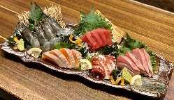 お造り5種盛り!その日のおススメの新鮮なお魚を提供します♪