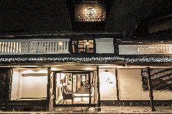 明治初期の京町家を斬新な感性で現代風に再構築しました。