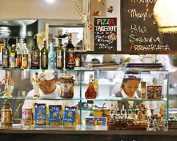 本場イタリア大衆食堂さながらの店内♪ゆったりとお寛ぎください