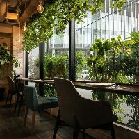 カフェのような雰囲気の1階は、女子会やデートにぴったりです