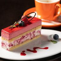ランチ・カフェタイムには江戸堀ANGUSのケーキをご提供!