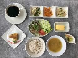 当店特製スパイスの効いたビーフカレー(ドリンク付)¥980