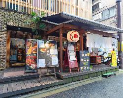 西木屋町通り「麺処 蛇の目屋」が目印。お店の入口は左側です。