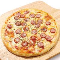 お店で一番人気!ソーセージとトマトのピザ