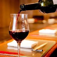 ワインの品揃えも豊富。鉄板焼きとのマリアージュをご堪能あれ