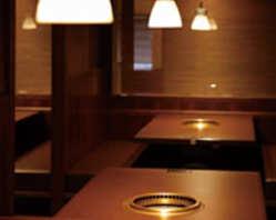 モダンな雰囲気の中、ごゆっくりお食事をお楽しみ下さい!