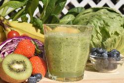 夏にはスイカなど、旬の果物をそのまま搾ったフルーティーな一杯