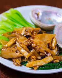 アワビなど、厳選された中華食材も使用