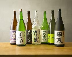 """""""オーガニック""""をテーマに各地から取り寄せた日本酒も美味"""