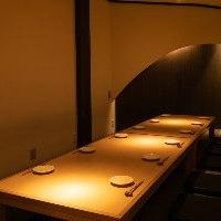 ◆*店内*◆ テーブルに優しく落ちる灯りが癒しの空間を演出