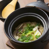 名物の土鍋めしは、時鮭、貝柱、あさり、鯛とどれも絶品!