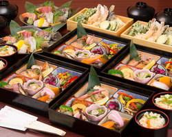 新鮮なお造り、船内で揚げたあつあつの天ぷらが好評です!