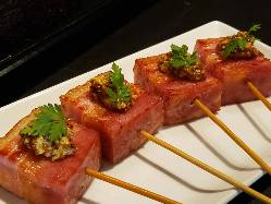 腹ペコさんはぜひ。ジューシーな牛肉鉄板料理も多数ございます