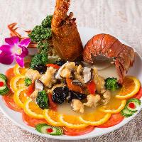 イチオシコースは伊勢海老を使った芸術的な一皿も登場!