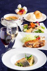 ディナータイムのおすすめは、メイン料理が選べる「夜カフェ」