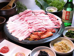 「サムギョプサル」は韓国焼酎との相性抜群です!