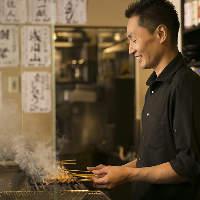 《地鶏の串焼き》 備長炭で焼き上げます。香ばしさ抜群!