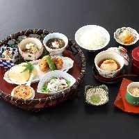 お昼の御膳【花かご膳】季節の和え物、蒸物からデザートまで