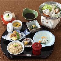 【ふく御膳】ふく薄作り、茶椀蒸し、ふくちり鍋が付いた御膳