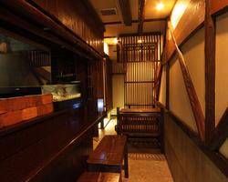 店内は全22席!落ち着いた空間でゆったりとお食事をどうぞ。