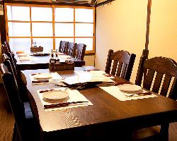 2階にはテーブル 個室も完備しております。