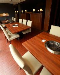 ゆったりスタイルのテーブルで宴会・お食事をお楽しみください♪