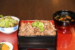 お重。お肉の量は、1人前120gです。肉増は180gです。