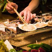 A5ランクの神戸牛や昼網の魚介を素材の旨味引き立つ囲炉裏焼きで