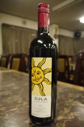 めずらしいインドワインもそろえています。