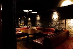 開放感のあるソファ席。各種イベントにもご利用頂いております。