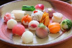 当店自慢の手毬寿司。色とりどりの見た目にも美味しいお寿司♪