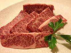 素材本来の旨味を重視。 自慢のお肉をご賞味を!