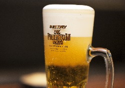 とりあえずの1杯は、達人店の入れるビールで♪