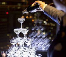 シャンパンタワーで華やかに宴席を演出(別途オプション)