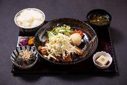 ランチは京都醤油ラーメン!地鶏×豚骨のスープ
