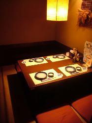 2名様~4名様の個室完備 接待などにも最適でございます。