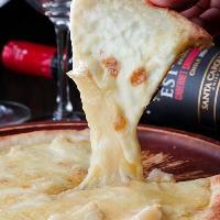 サクサク生地とチーズの相性が◎追いチーズもおすすめ!