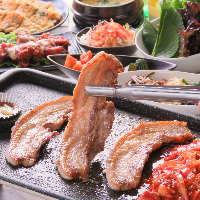 包み野菜&薬味ももちろん食べ放題!厚切り豚バラ肉を巻き放題!