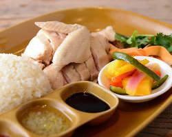 大人気のチキンライス等、シンガポールの屋台飯をランチで!