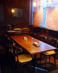 個室ではないですか、 広間とは別のテーブル席です!