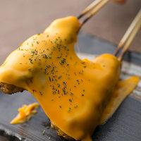《創作焼鳥も》 手ごねつくねに濃厚とろ~りチーズが絶品!