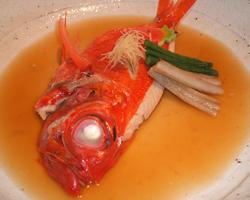 旬の魚介類を料理長が 腕によりをかけて