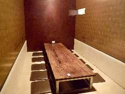 11名様まで入れる個室や 2~4名様の半個室もございます。