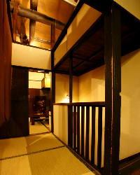 京町家を改装した店内は、開放感と懐かしさを感じます。